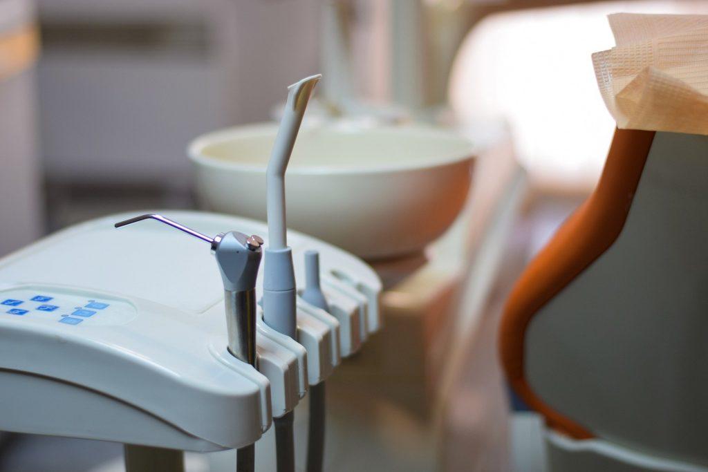 Behandlungsgeräte für Parodontitis in Zahnarztpraxis Friedrichshain